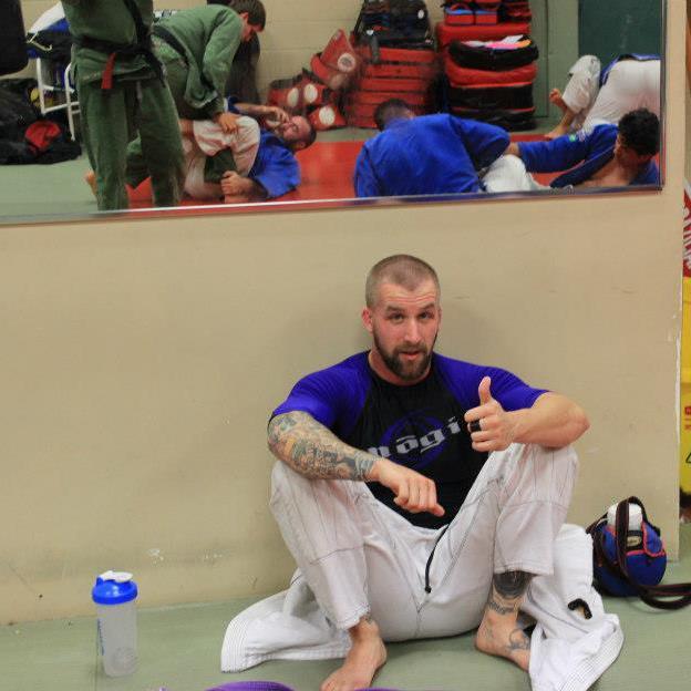 Dave Della Rocca fights Lathan Harmon at MMA Platinum Gloves 9, April 25