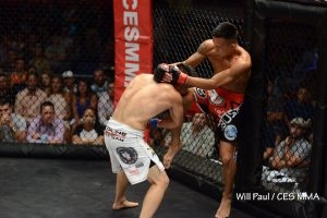 Andre Soukhamthath knees Kin Moy during CES 37