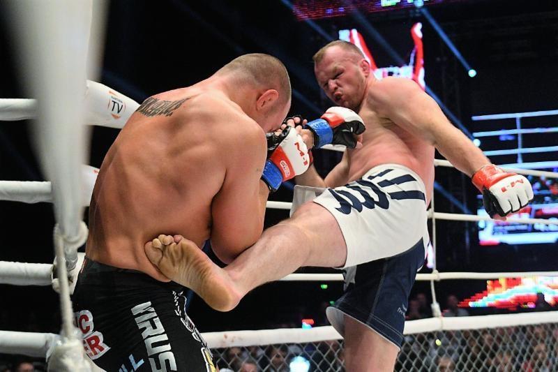 Alexander Shlemenko defeats Paul Bradley