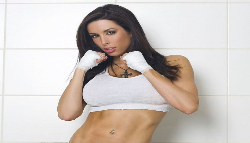 Former UFC octagon girl Edith Labelle joins Cage Warriors