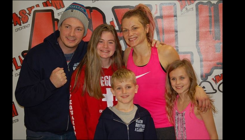 Mother of 3, Quinn Weiss fights for her children at Maverick MMA 2