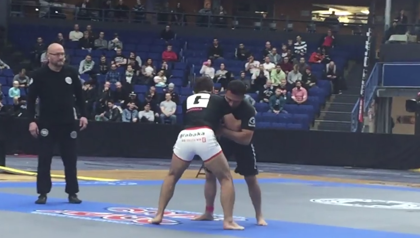The legends, Renzo Gracie and Sanae Kikuta, getting into it in their superfight.
