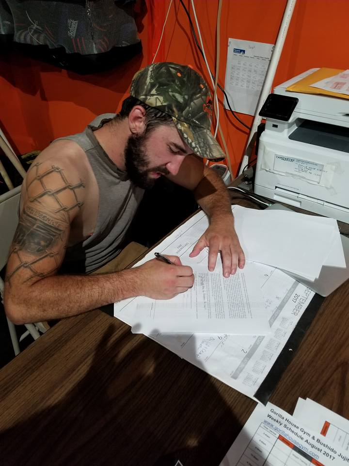 Ethan Goss signing Bellator 186 contract