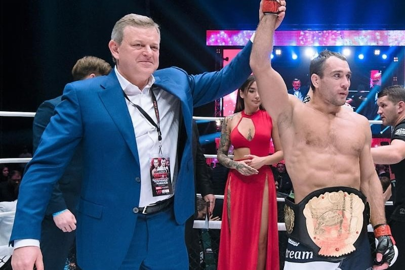 Alexey Kunchenko stops Sergey Romanov