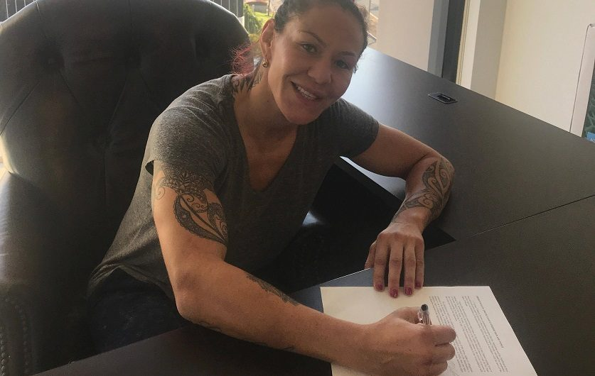Featherweight champion Cris Cyborg signs new UFC deal
