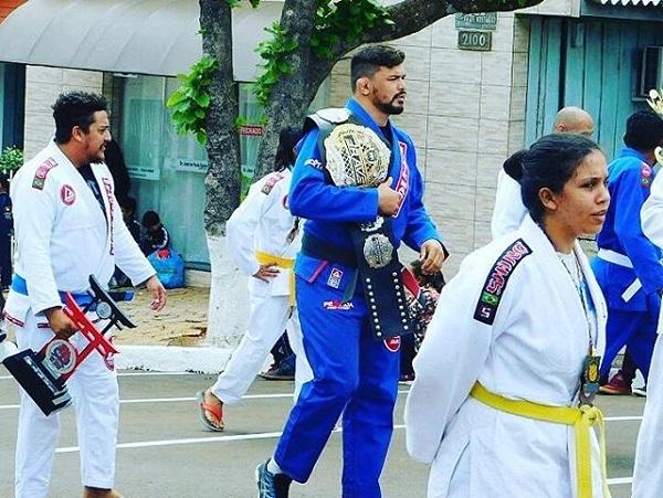 Brave champion Klidson de Abreu honored for his achievements by local city