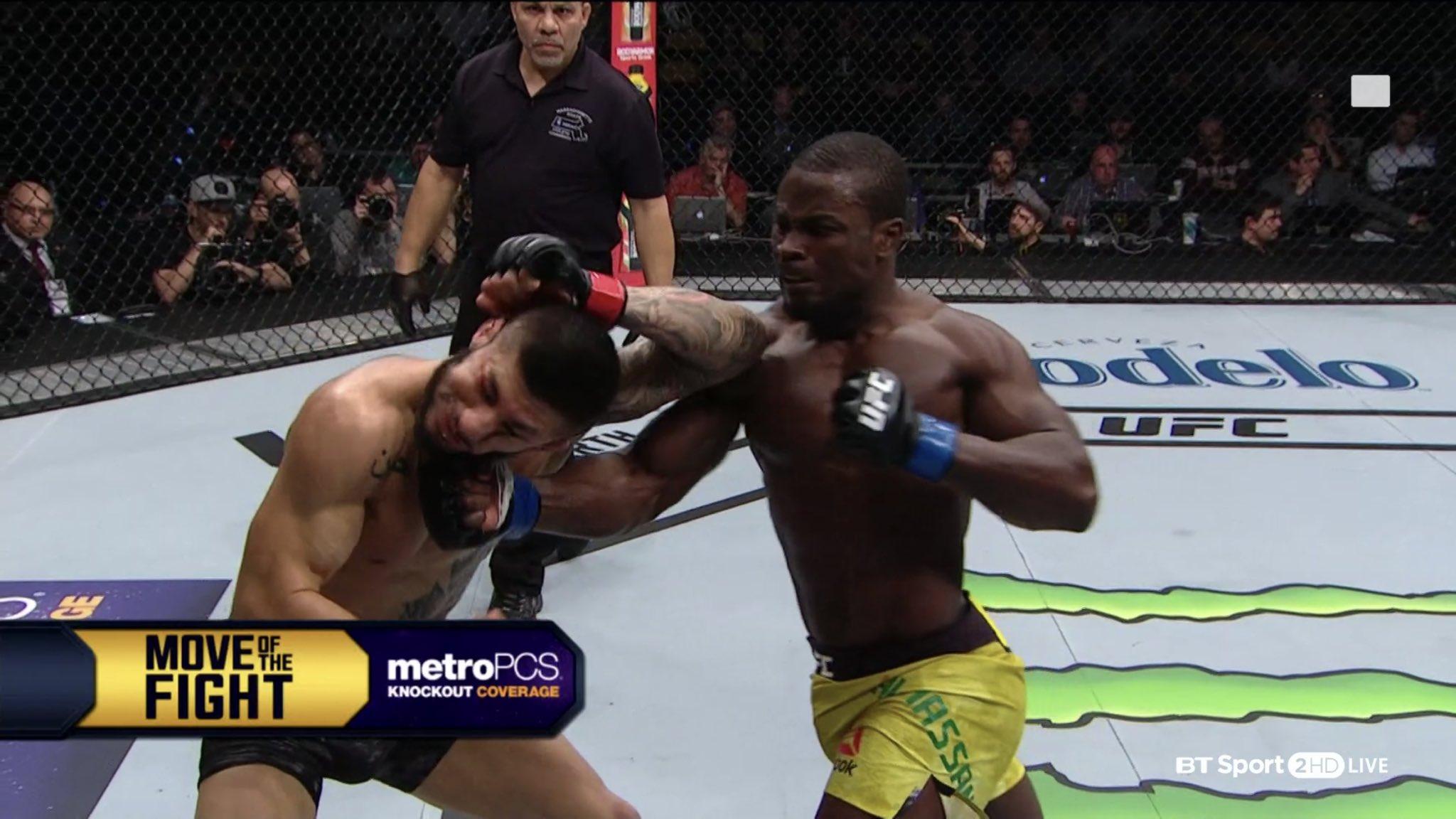 Abdul Razak Alhassan knocks out Sabah Homasi at UFC 220