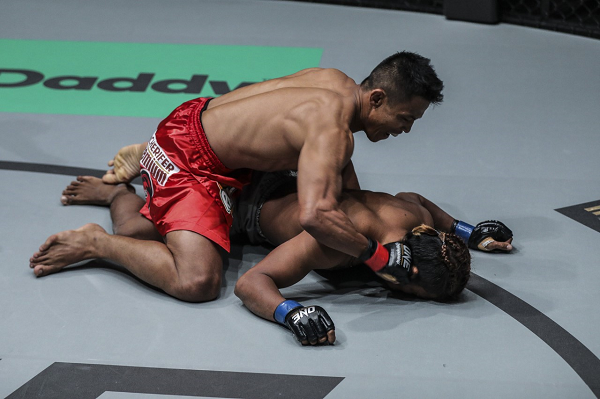Edward Kelly earns 'Knockout of the Night' honors with thunderous 21-second finish in Manila