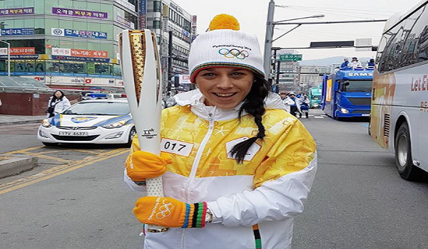 WATCH: Joanna Jedrzejczyk carry Olympic relay torch in South Korea