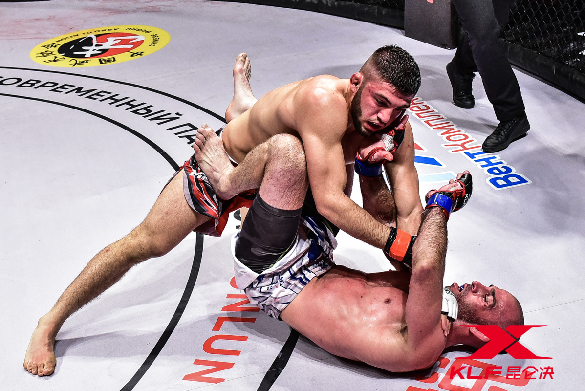 Aledsey Indenko defeated Denis Puric, Kunlun Fight World Tour Russia Results