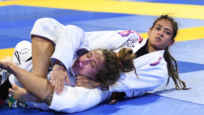 Beatriz Mesquita submitting Catherine Perret at IBJJF Worlds