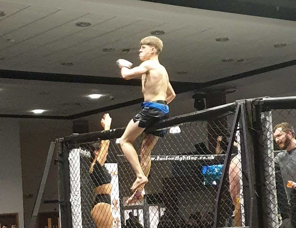 Harrry Hobbs - Pro MMA debut successful at just 16 years of age