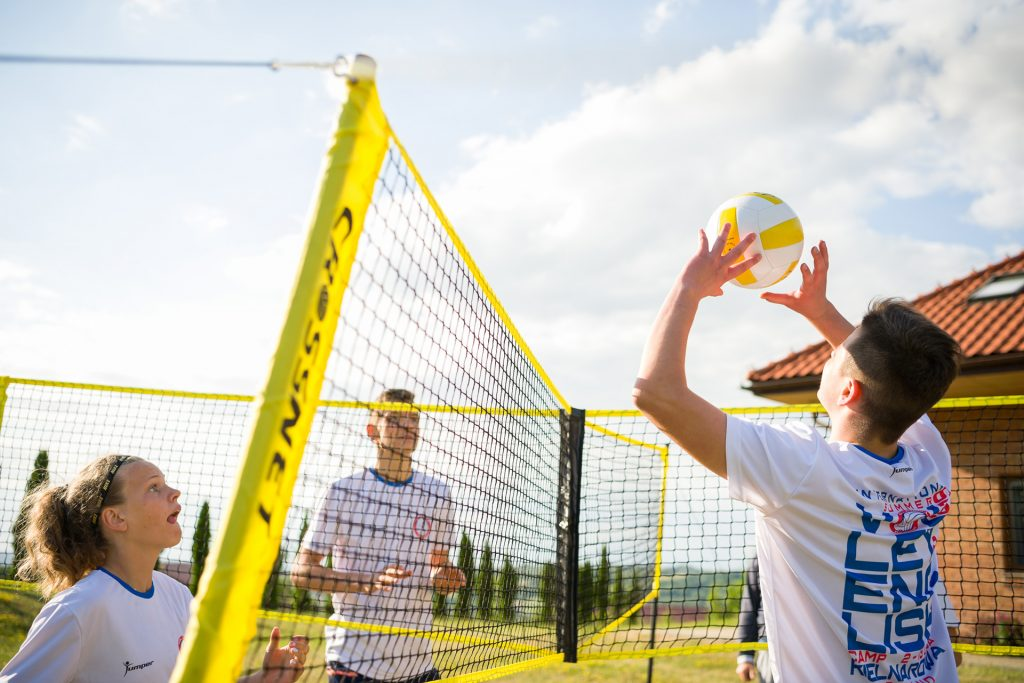 CROSSNET - Four Square Meets Volleyball