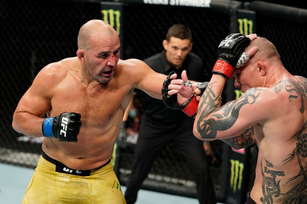 Glover Teixeira dominates Anthony Smith in 5th round TKO