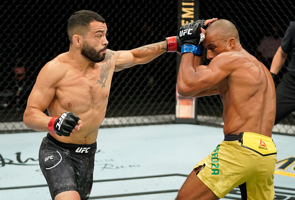 Dan Ige spoils Edson Barboza's featherweight debut earning a split decision win