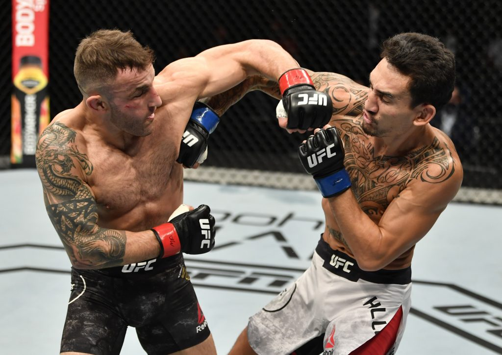 Alexander Volkanovski retains his title; defeats Max Holloway by split decision
