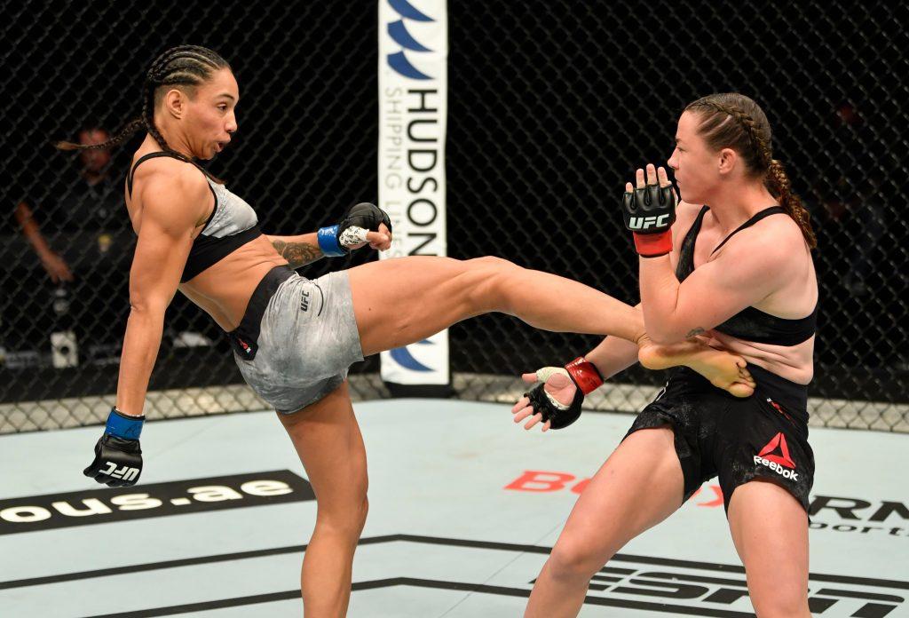 Taila Santos outwrestles Molly McCann on Fight Island