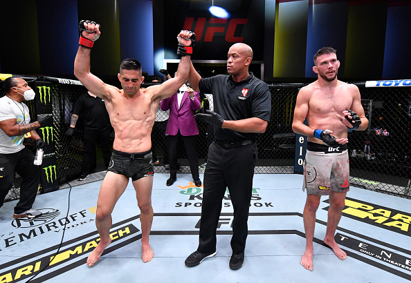 Ricardo Lamas finishes third strong, defeats Bill Algeo by unanimous decision, judging