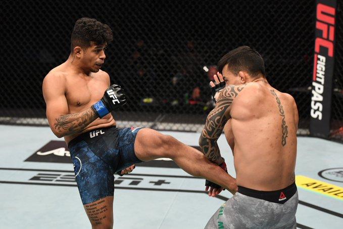 Jonathan Martinez ruins Thomas Almeida's comeback with dominant decision victory