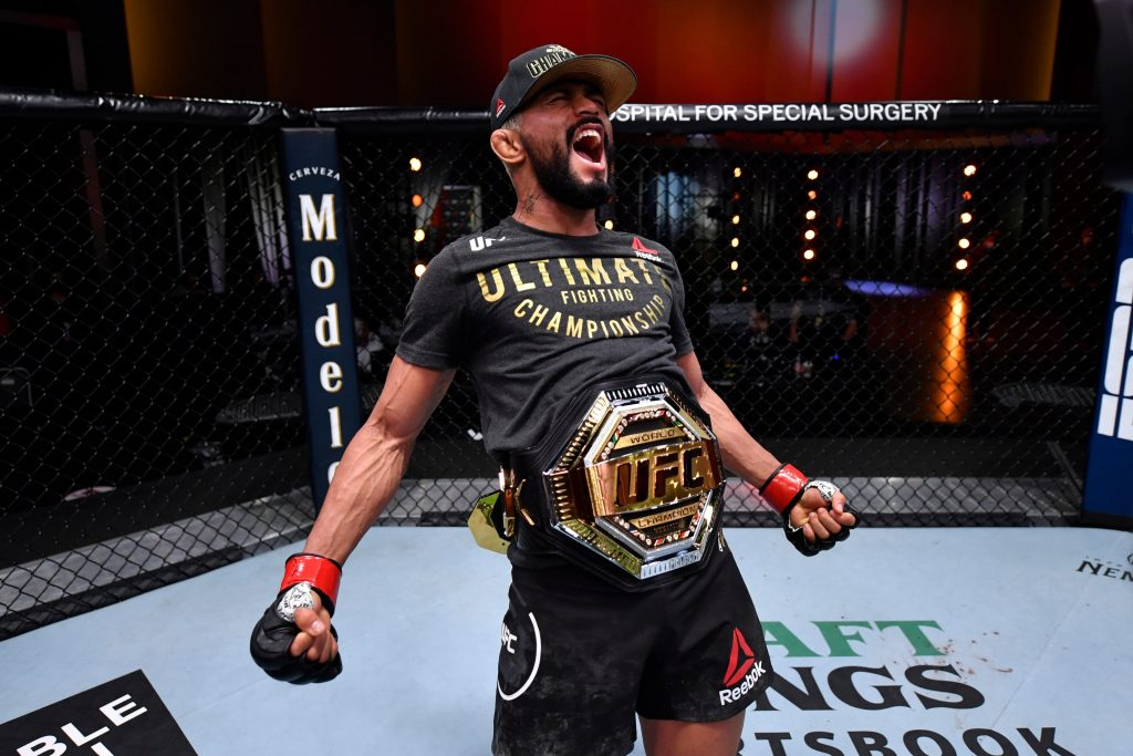 Deiveson Figueiredo quickly submits Alex Perez in UFC 255 main event