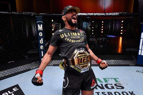 Deiveson Figueiredo quickly submits Alex Perez in UFC 255 main event