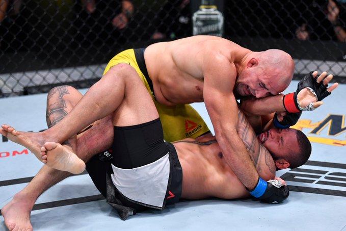 Glover Teixeira survives early onslaught to submit Thiago Santos in round three at UFC Vegas 13