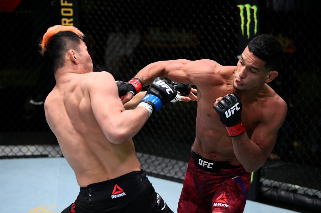 Miguel Baeza submits Takashi Sato in round two at UFC Vegas 15