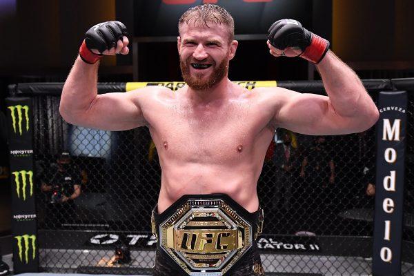 Jan Blachowicz defeats Israel Adesanya
