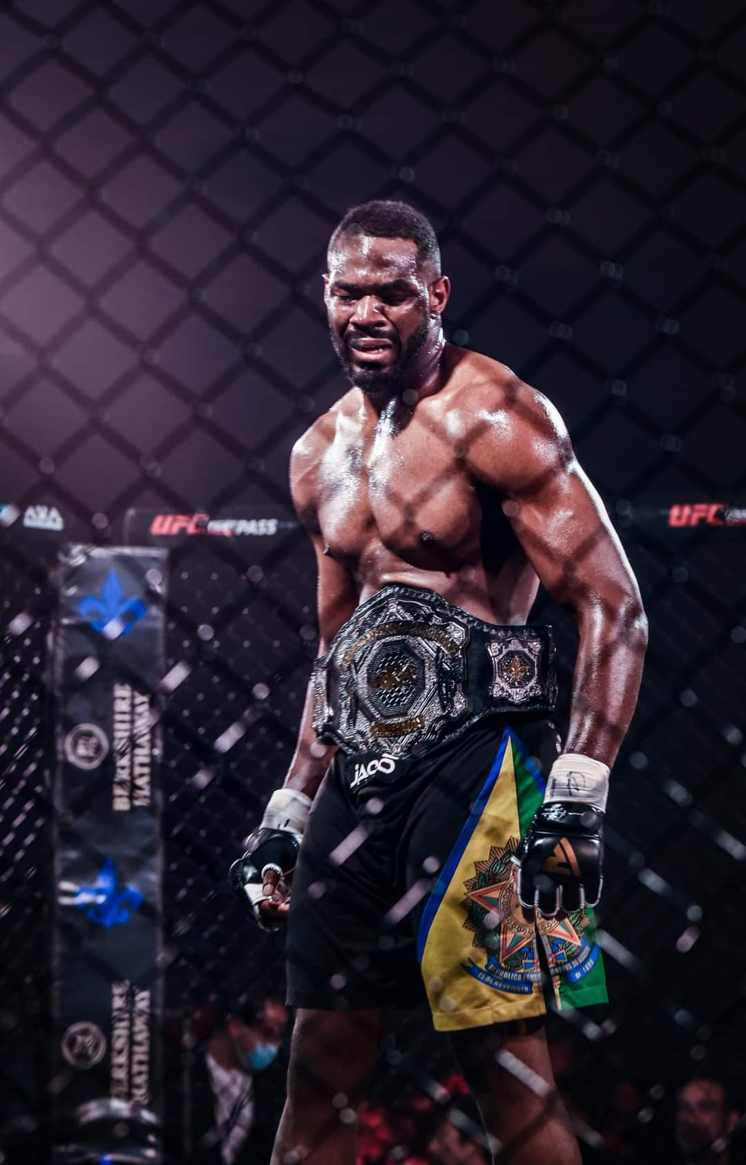 Chris Williams wins ammy middleweight title.