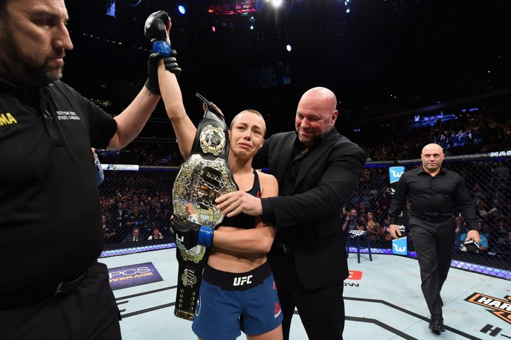 Rose Namajunas stuns Weili with early head kick to win strawweight title