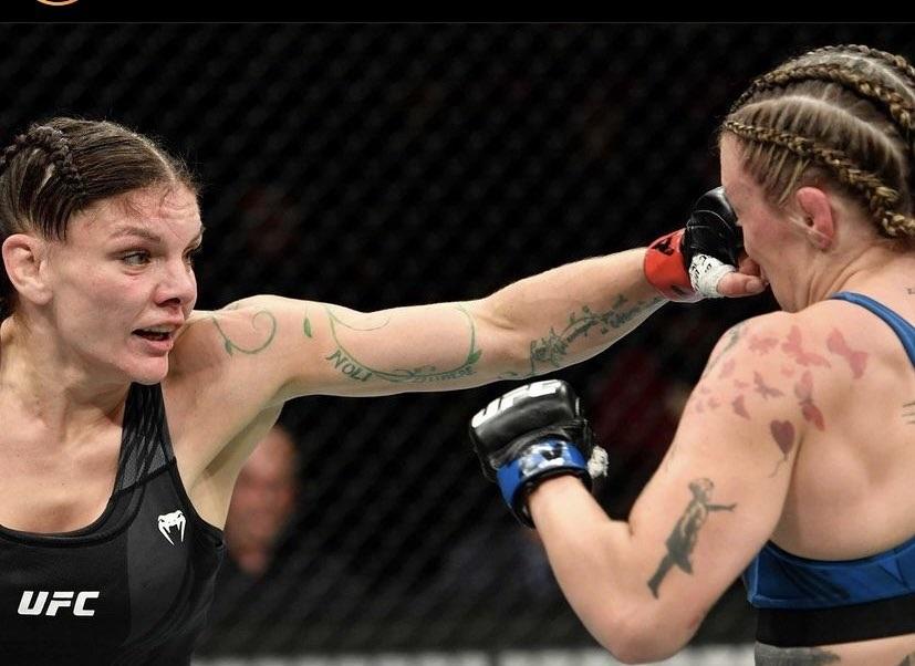 Lauren Murphy edges Joanne Calderwood in back and forth brawl