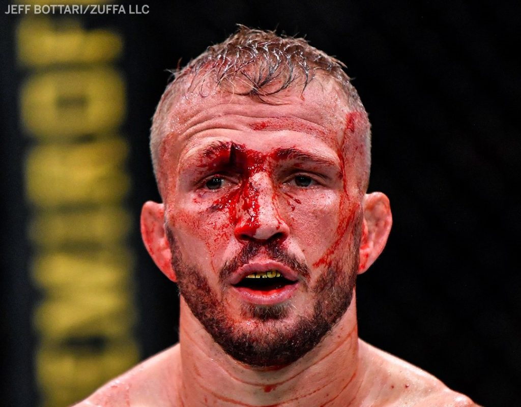 TJ Dillashaw returns to edge Cory Sandhagen in 5-round war, UFC Vegas 32